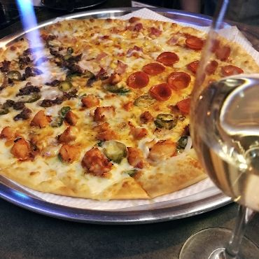 PIZZA (WHOLE) 4가지 피자 / 사진제공 = 김종원